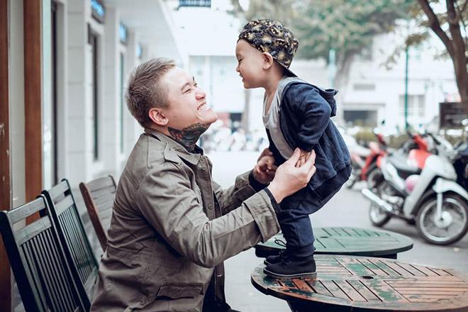 Vũ Duy Khánh đón Tết buồn vì bố mất, vợ DJ chủ động ly hôn - 1