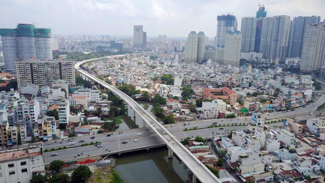 Đường cong uốn lượn của metro đầu tiên ở SG sau 6 năm thi công - 2