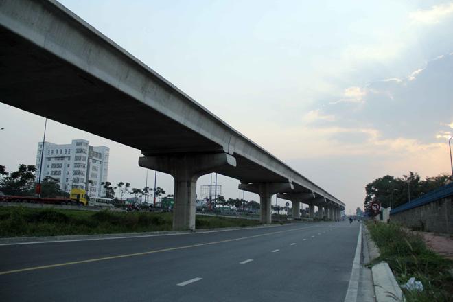 Đường cong uốn lượn của metro đầu tiên ở SG sau 6 năm thi công - 3