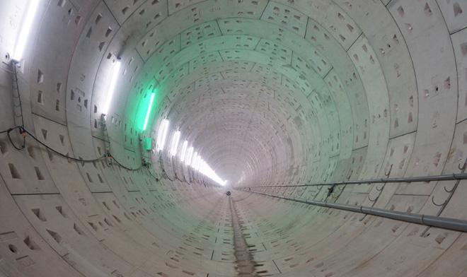 Đường cong uốn lượn của metro đầu tiên ở SG sau 6 năm thi công - 12