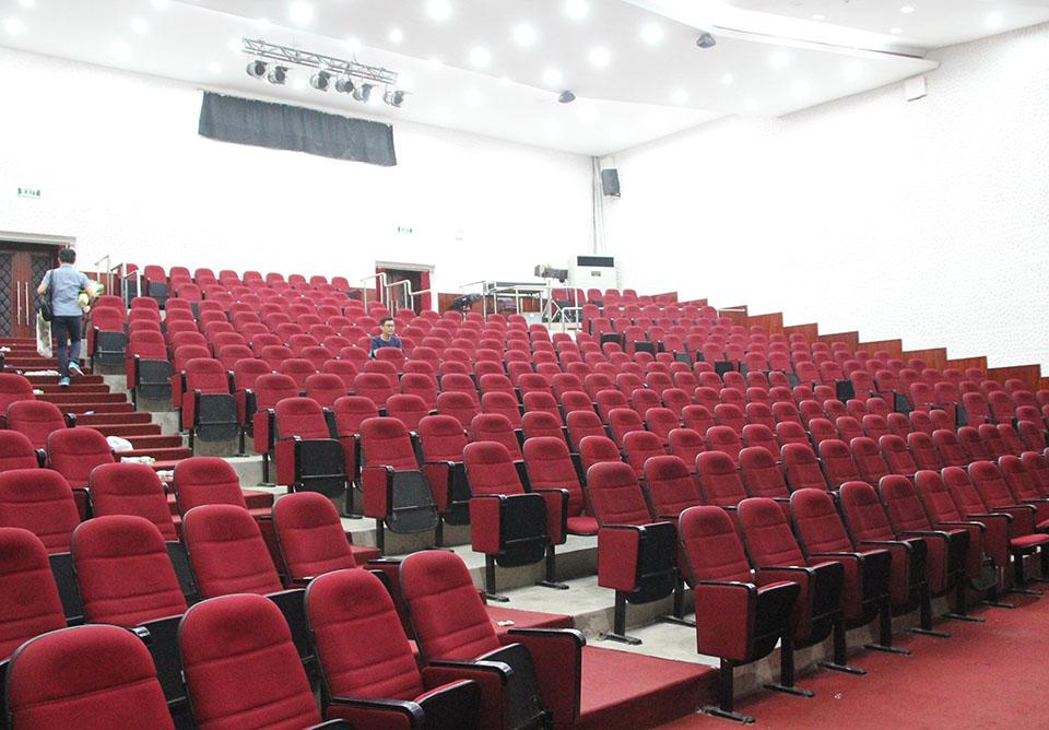 Sân khấu kịch Hoàng Thái Thanh: 8 năm bù lỗ, liên tục hủy diễn vì ế khách - 3