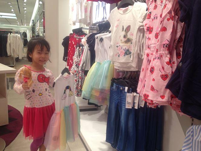 Hàng thời trang ở trung tâm thương mại Sài Gòn vắng hoe - 9
