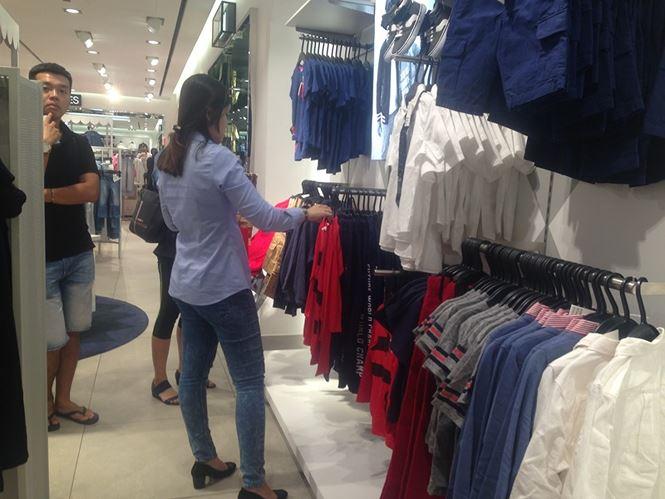 Hàng thời trang ở trung tâm thương mại Sài Gòn vắng hoe - 10