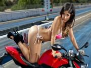 Siêu mẫu bên quỷ đỏ Ducati đốn tim phái mạnh