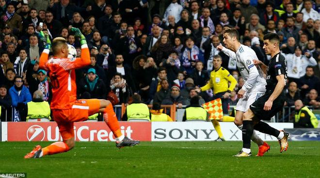 Vua Ronaldo phô diễn quyền uy Cúp C1: Neymar cúi đầu khuất phục - 2