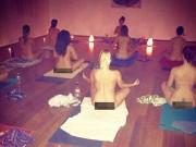 """Thực hư về lớp học yoga khỏa thân giúp cải thiện  """" chuyện ấy """""""