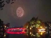 Clip: Ngây ngất trước màn pháo hoa đẹp huyền ảo chào năm mới Mậu Tuất 2018