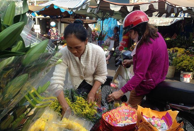 Giật mình rau xanh nửa ở chợ thiêng liêng Sài Gòn - 1