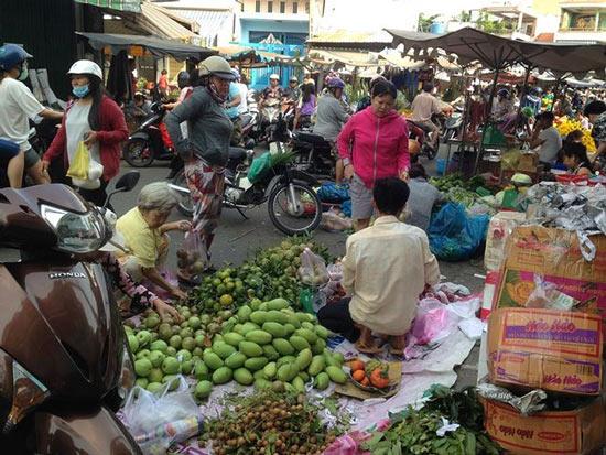Giật mình rau xanh nửa ở chợ thiêng liêng Sài Gòn - 2