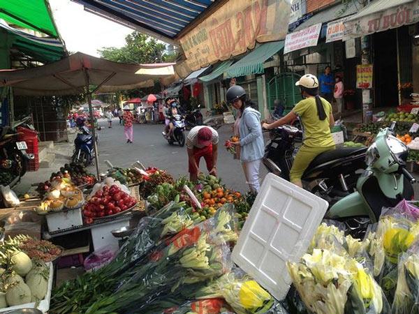 Giật mình rau xanh nửa ở chợ thiêng liêng Sài Gòn - 3