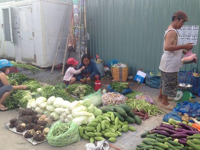 Giật mình rau xanh nửa ở chợ thiêng liêng Sài Gòn - 7