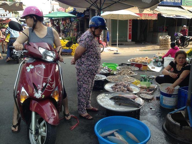 Giật mình rau xanh nửa ở chợ thiêng liêng Sài Gòn - 9