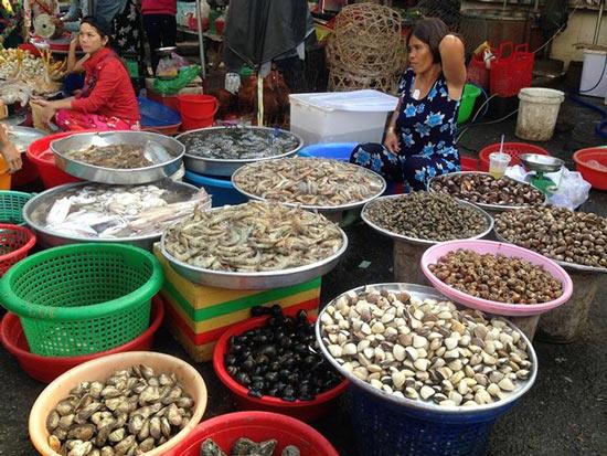 Giật mình rau xanh nửa ở chợ thiêng liêng Sài Gòn - 10