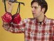 Chồng tặng quà Tết cho sếp nữ là... 2 bộ đồ lót