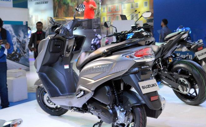 2018 Suzuki Burgman Street kình nhau với Yamaha NMAX - 2