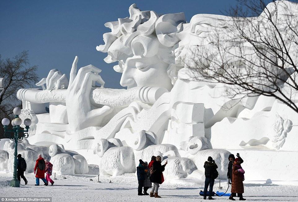 Dân Trung Quốc đổ xô đi chơi Tết ở nơi rét -17 độ - 1