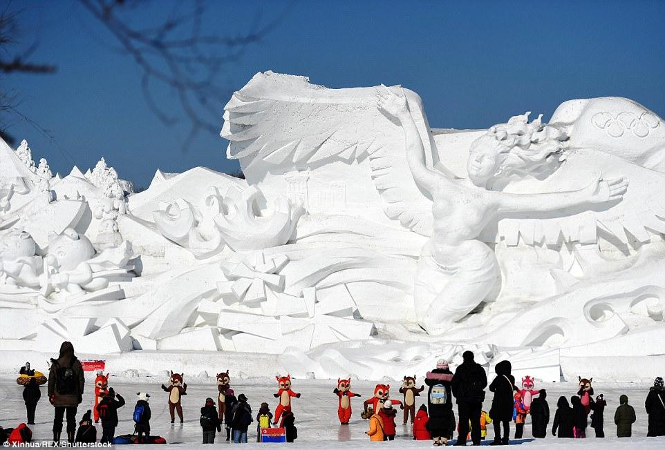 Dân Trung Quốc đổ xô đi chơi Tết ở nơi rét -17 độ - 2