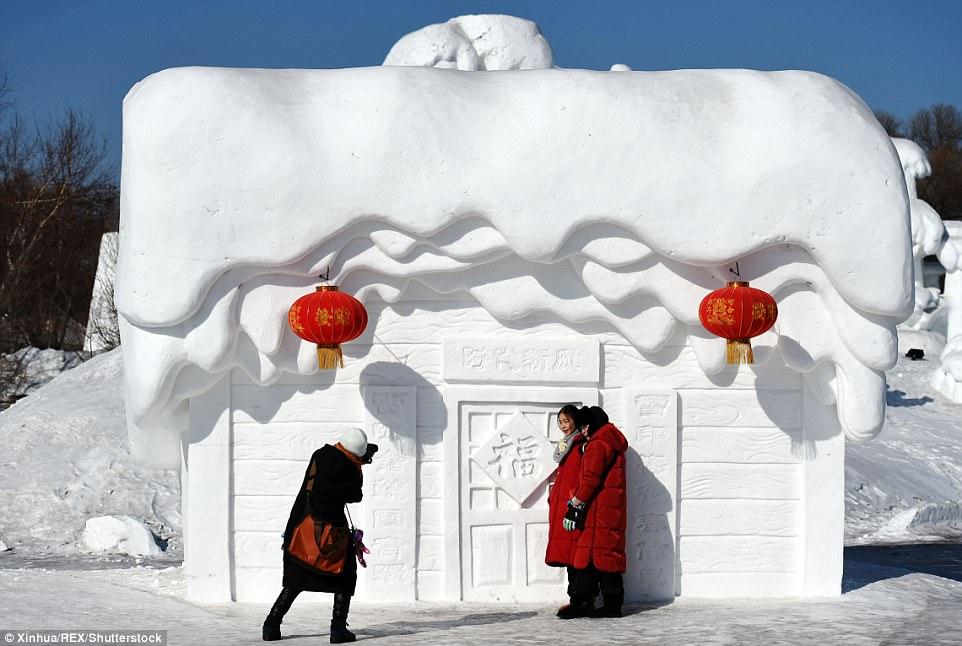 Dân Trung Quốc đổ xô đi chơi Tết ở nơi rét -17 độ - 4