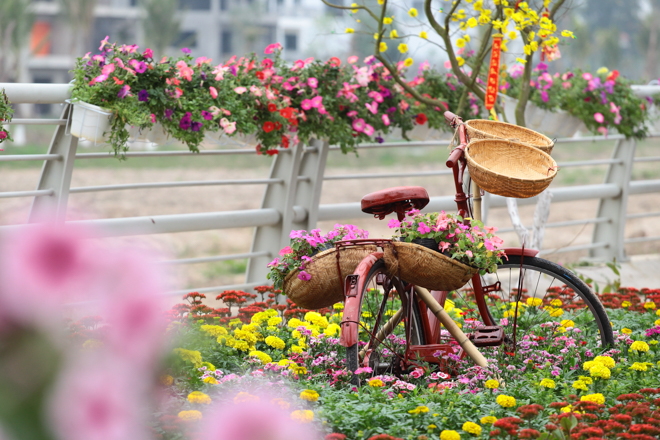 HN: Mùng 3 Tết người dân chen chân đi lễ chùa cầu may - 9