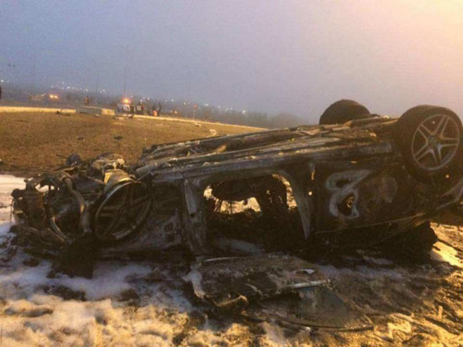 Mercedes S63 phơi bụng, cháy rụi sau khi bị lật ở Hải Phòng - 1