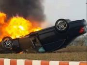 Mercedes S63 phơi bụng, cháy rụi sau khi bị lật ở Hải Phòng