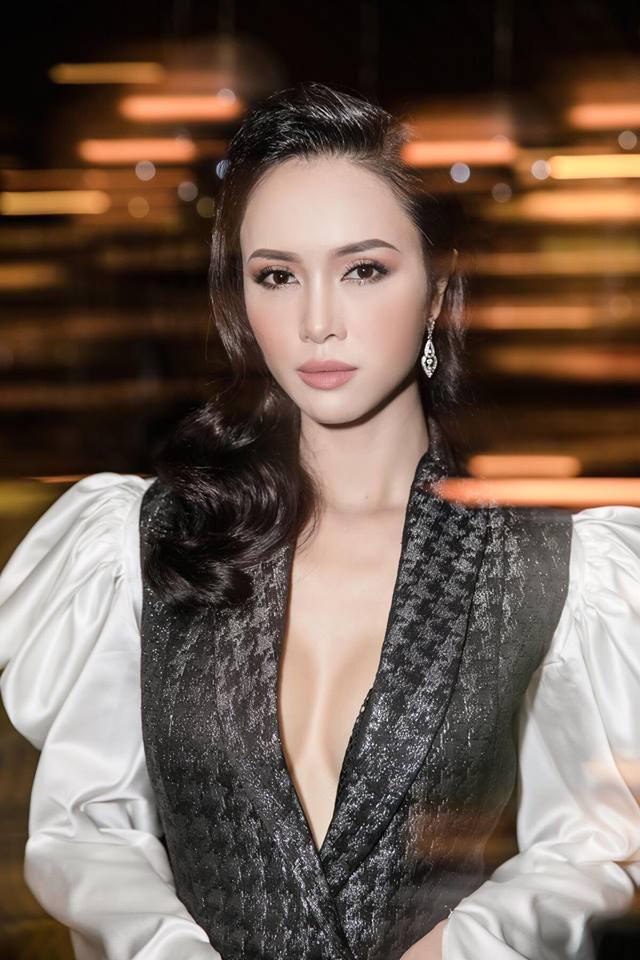 """Vũ Ngọc Anh: """"Thầy bói bảo tôi không nên sửa gì trên mặt"""" - 3"""