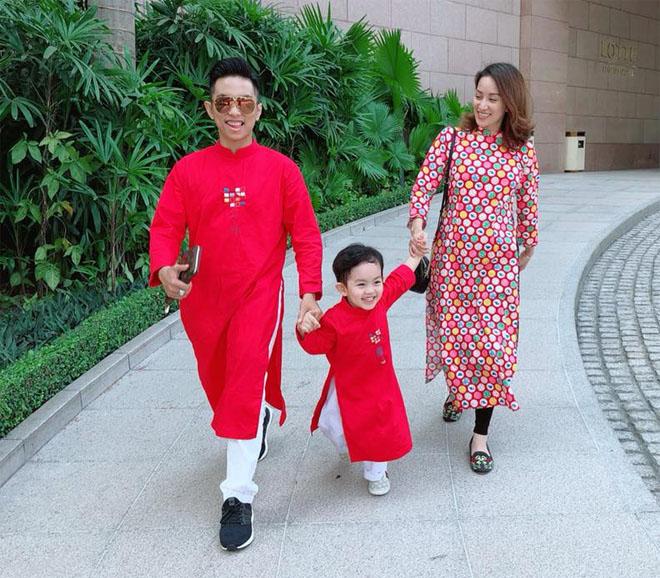 Khánh Thi khệ nệ bụng bầu 5 tháng đi chơi Tết cùng chồng con - 7