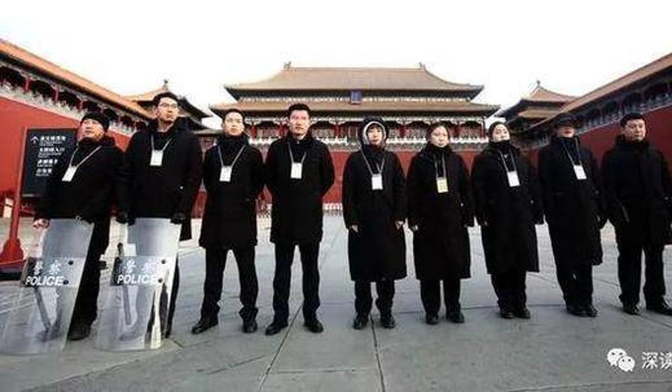 Những người ngày nào cũng mở cánh cổng nổi tiếng nhất Trung Quốc - 2