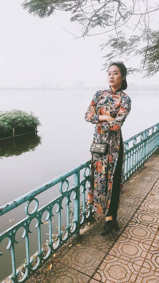 Các nữ MC xinh đẹp nhất của VTV xuống phố ngày Tết với áo dài - 4