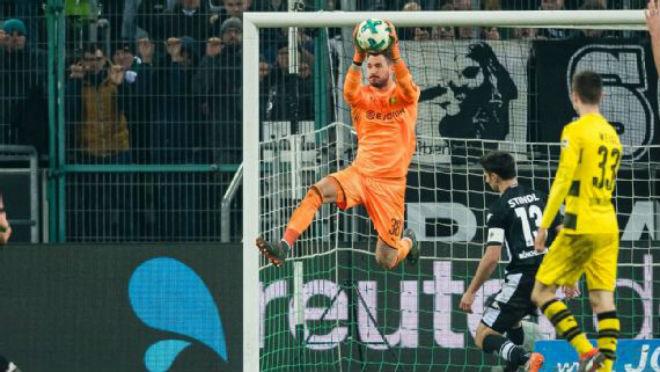 """M'gladbach - Dortmund: """"Người nhện"""" siêu đẳng, """"hoàng tử"""" kết liễu - 1"""