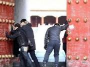 Những người ngày nào cũng mở cánh cổng nổi tiếng nhất Trung Quốc