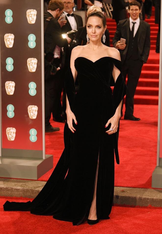 Công nương Kate bị chỉ trích vì mặc váy xanh trên thảm đỏ BAFTA - 3