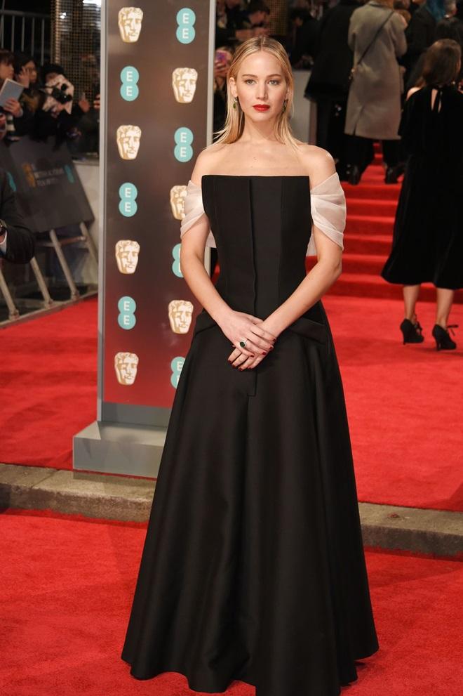 Công nương Kate bị chỉ trích vì mặc váy xanh trên thảm đỏ BAFTA - 2