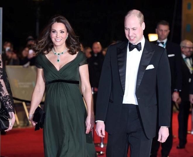 Công nương Kate bị chỉ trích vì mặc váy xanh trên thảm đỏ BAFTA - 1