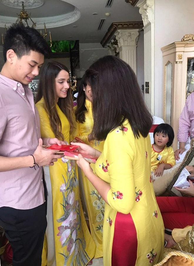 Gia đình Tăng Thanh Hà diện áo dài đón Tết - 7
