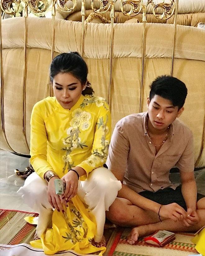 Gia đình Tăng Thanh Hà diện áo dài đón Tết - 9