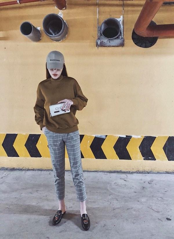 """Không diện áo dài, """"bom sexy"""" Diệp Lâm Anh và loạt mỹ nhân Việt mặc gì xuống phố? - 4"""