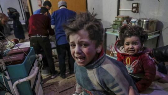 Syria: Quân chính phủ dội bom, hơn 500 dân thường thương vong - 1
