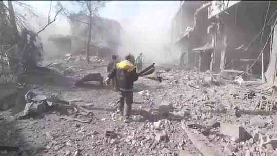 Syria: Quân chính phủ dội bom, hơn 500 dân thường thương vong - 2