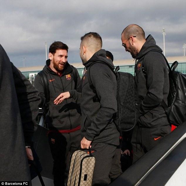 Dàn siêu sao Barca đổ bộ xuống London, sẵn sàng kéo sập Stamford Bridge - 1