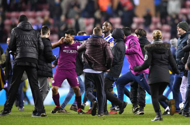 Man City thua sốc FA Cup: Aguero đánh CĐV, đối mặt án phạt nặng - 4