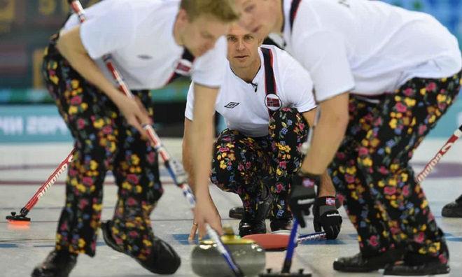 Tin nóng Olympic mùa đông 20/2: Thêm sự cố tuột áo khiến VĐV bối rối - 2