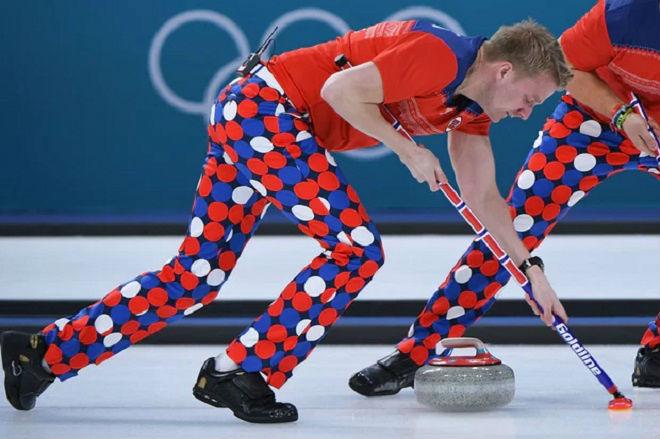 Tin nóng Olympic mùa đông 20/2: Thêm sự cố tuột áo khiến VĐV bối rối - 3