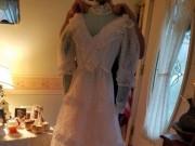 Mỹ: Gửi váy cưới đi giặt, 32 năm sau mới nhận lại được