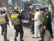 Nghẹt thở 7 giờ truy kích kẻ dùng hung khí bắt giữ 2 con tin