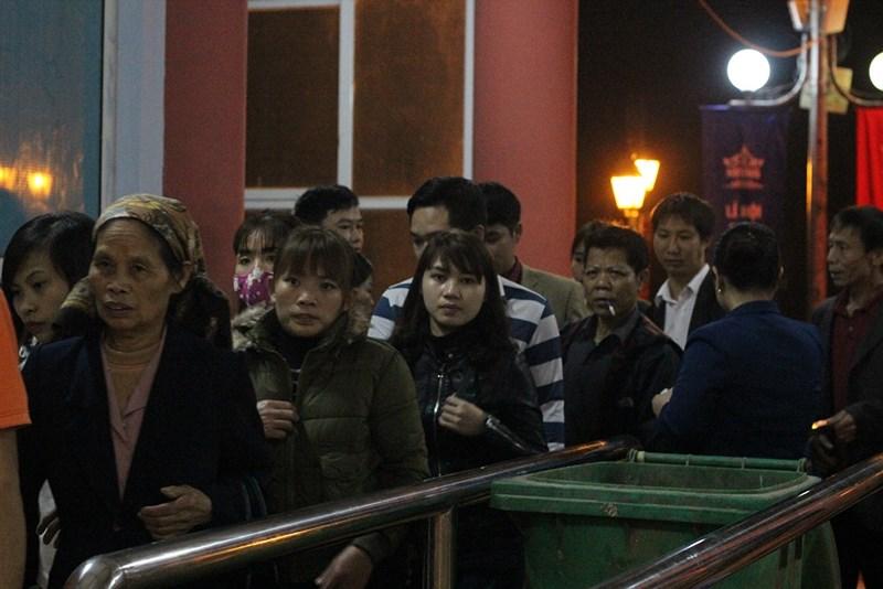Hàng vạn người đội mưa xuyên đêm trẩy hội chùa Hương - 4