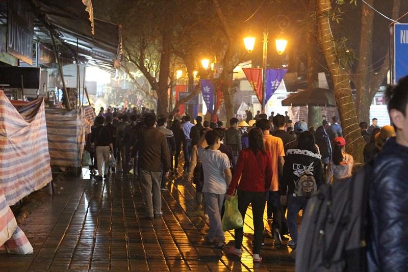 Hàng vạn người đội mưa xuyên đêm trẩy hội chùa Hương - 5