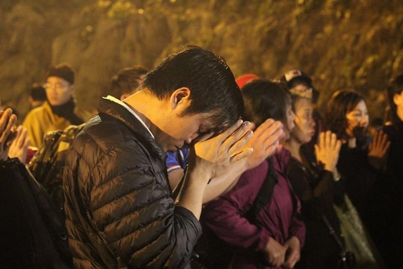 Hàng vạn người đội mưa xuyên đêm trẩy hội chùa Hương - 8