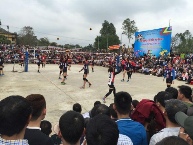 """Kim Huệ dẫn dàn """"chân dài"""" bóng chuyền về đấu giải làng: Vui như hội - 6"""