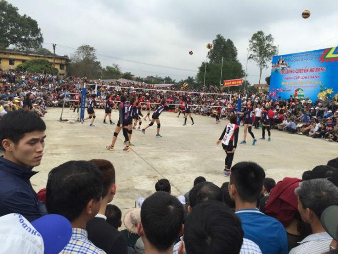 """Kim Huệ dẫn dàn """"chân dài"""" bóng chuyền về đấu giải làng: Vui như hội - 7"""